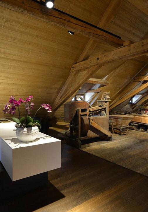 Holzboden-Ausbau unter dem Dach